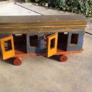 Antike Holzlokomotive