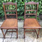 4 Stühle aus Holz, Sitzgruppe