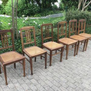 6 antike Stühle