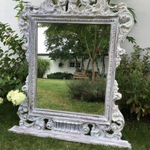 Großer Spiegel, Dekoration