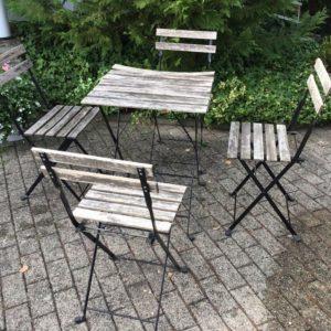 Balkonmöbel, 4 Stühle und ein Tisch, Gartenmöbel (Ikea)