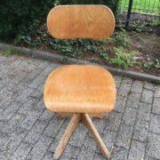 2 Polstergleich Stühle, Werkstattstuhl, Drehstuhl, Schreibtischstuhl (Industrie Design)